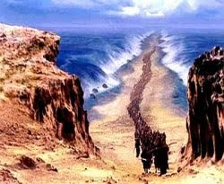 Image result for laut terbelah dua nabi musa